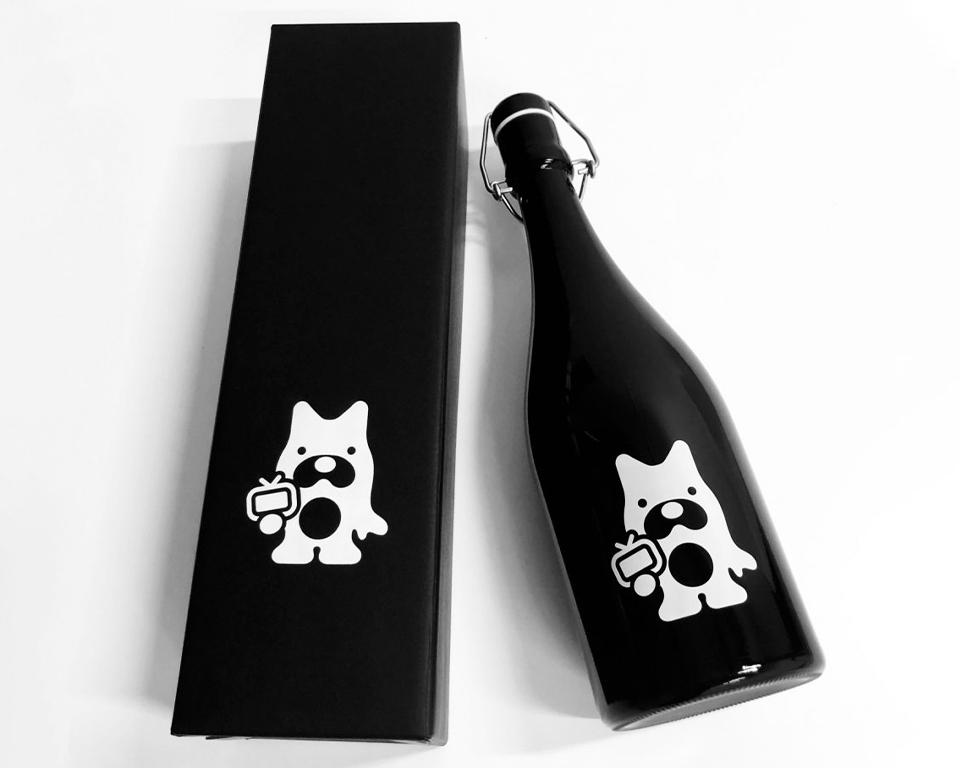 縁起物として贈答品にも「Abemaオリジナル日本酒(純米大吟醸)」